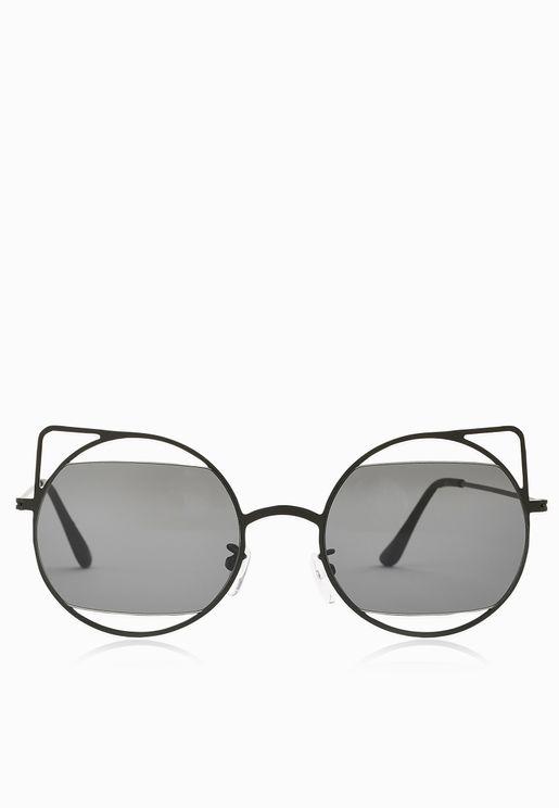 نظارة شمسية مزينة بفتحات