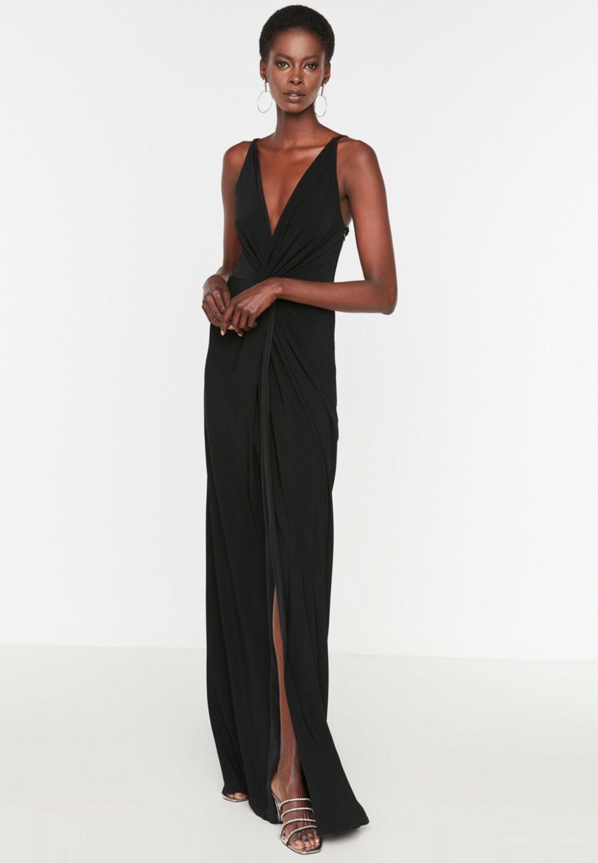 فستان بشق جانبي وحمالات اكتاف