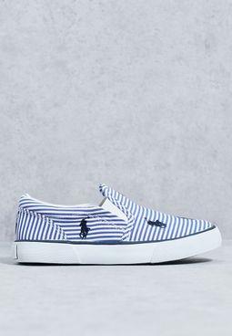 حذاء مخطط