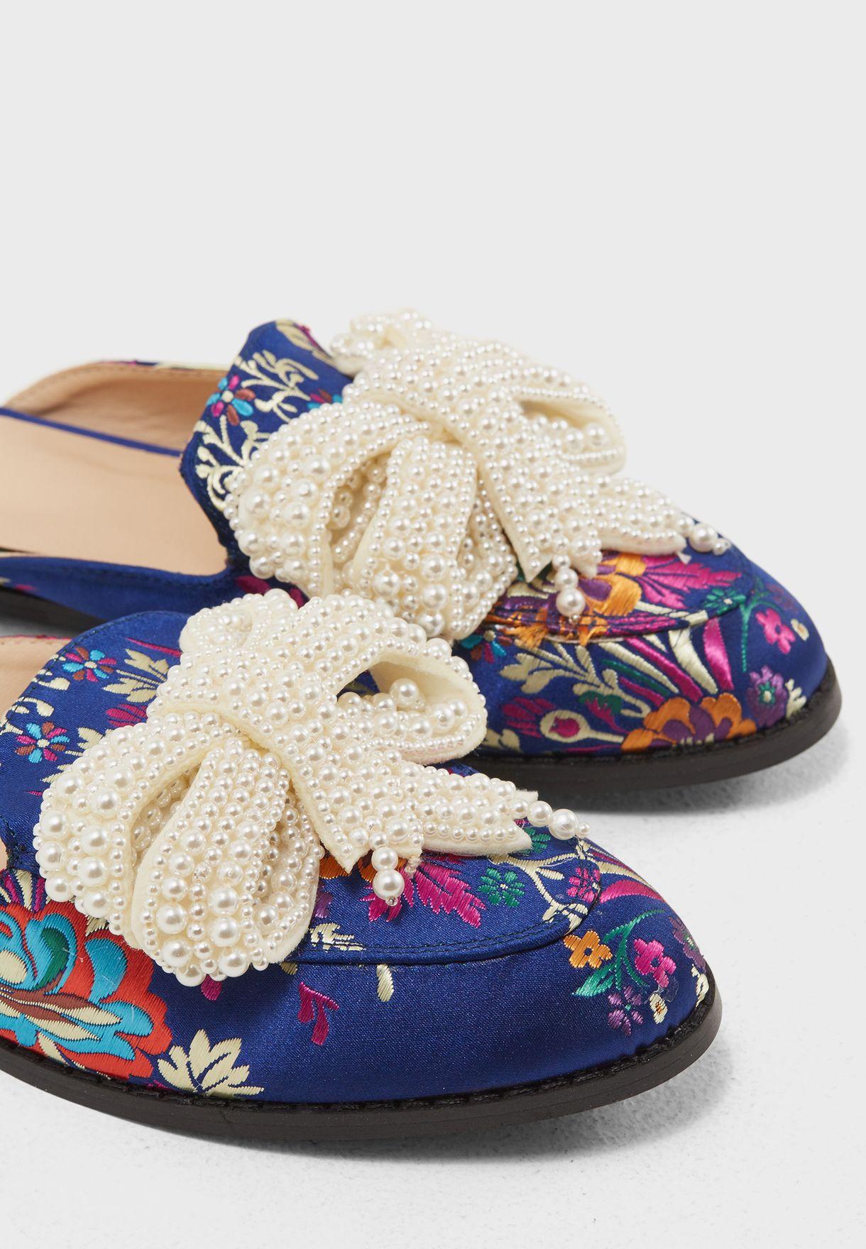 حذاء سهل الارتداء بطبعات