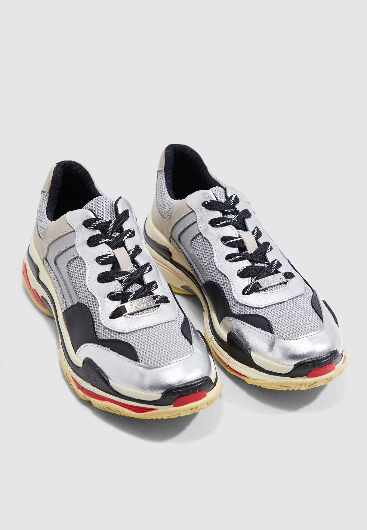 f85f87f2c1a Nassau Low Top Sneaker
