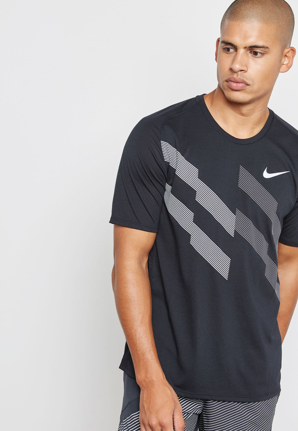 5c0ec5c1 Shop Nike black Breathe Graphic T-Shirt 857815-010 for Men in ...