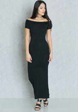 فستان عاري الكتفين