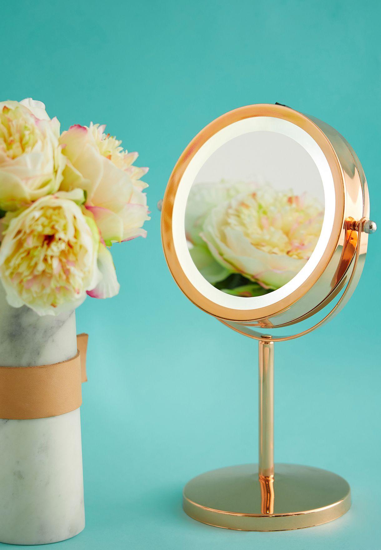 مرآة مكبرة بإضاءة ليد