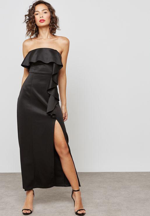 فستان عاري الكتفين بشق جانبي