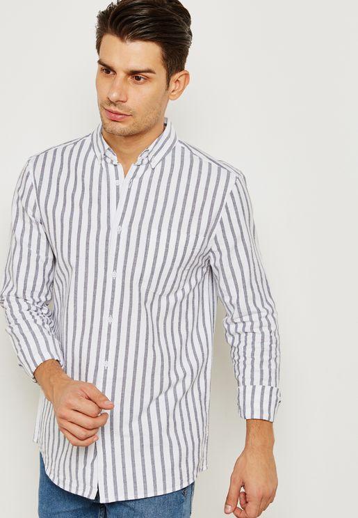 قميص مخطط بأكمام طويلة