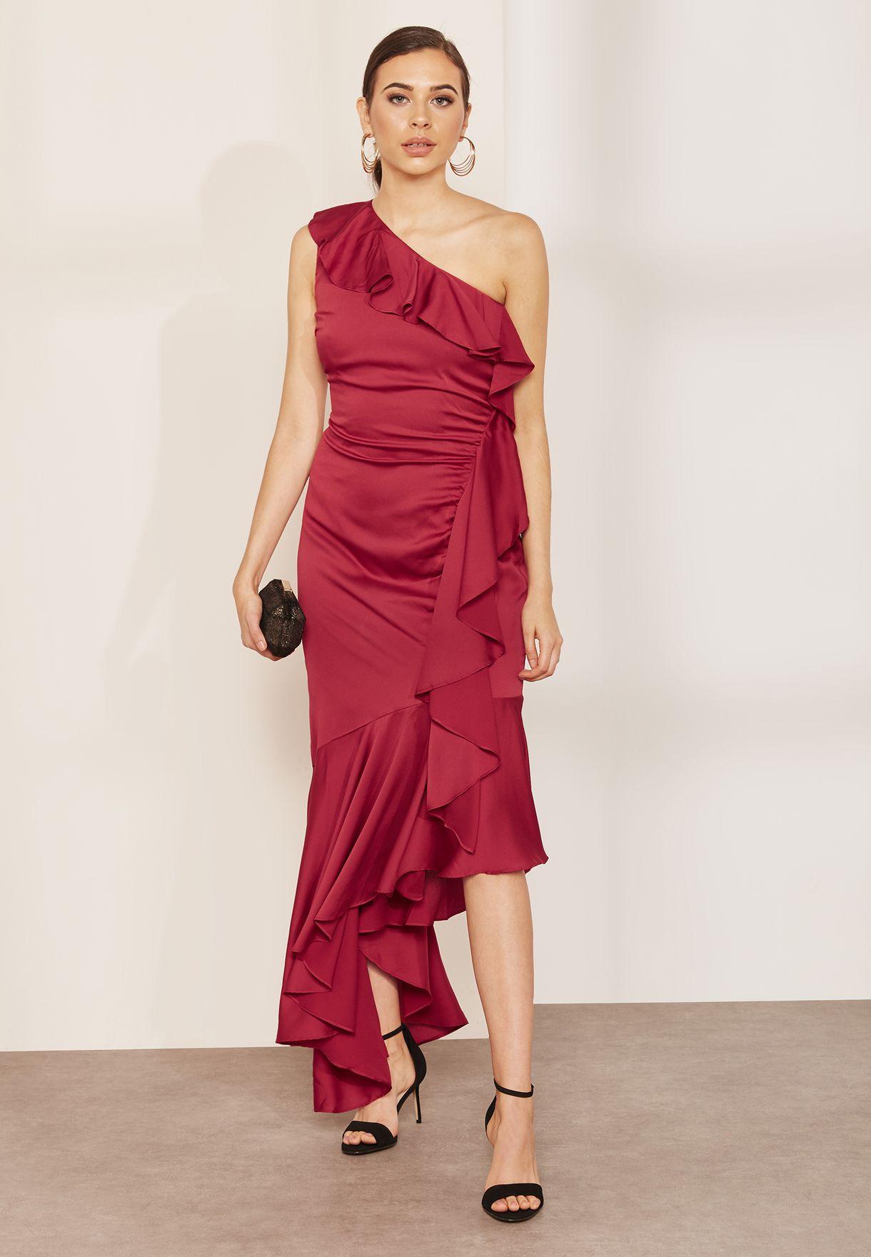 فستان بكتف عاري مزين بكشكش