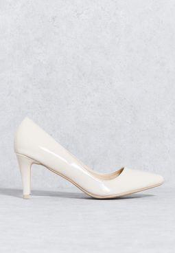حذاء كلاسيكي بكعب مستدق