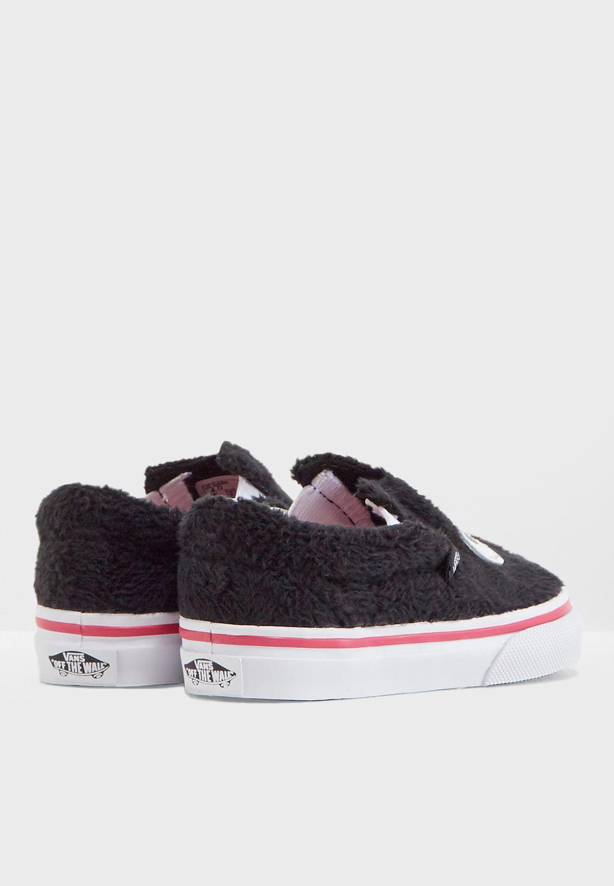 حذاء سهل الارتداء من الفرو