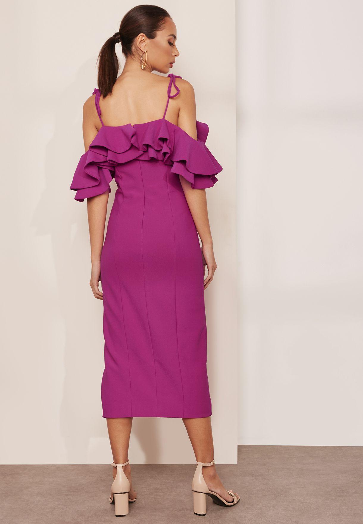 فستان عاري الكتفين بطبقة كشكش
