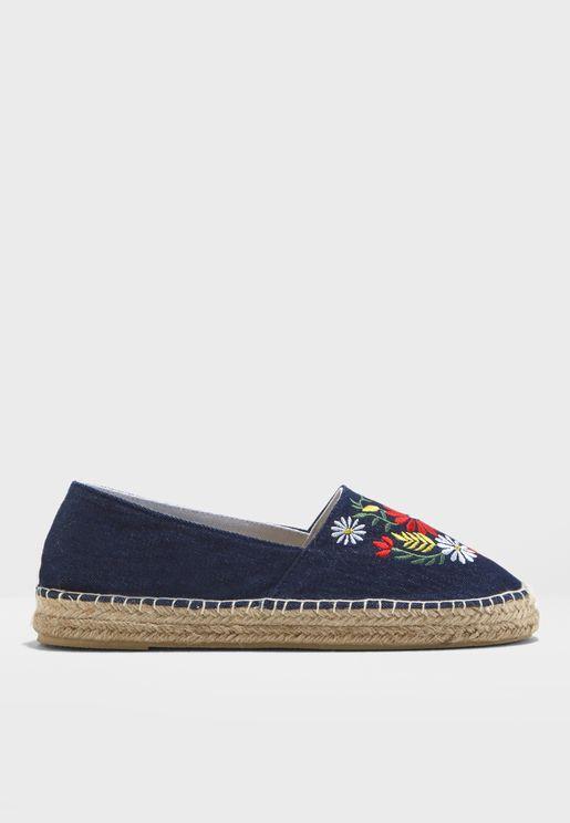 حذاء بازهار مطرزة