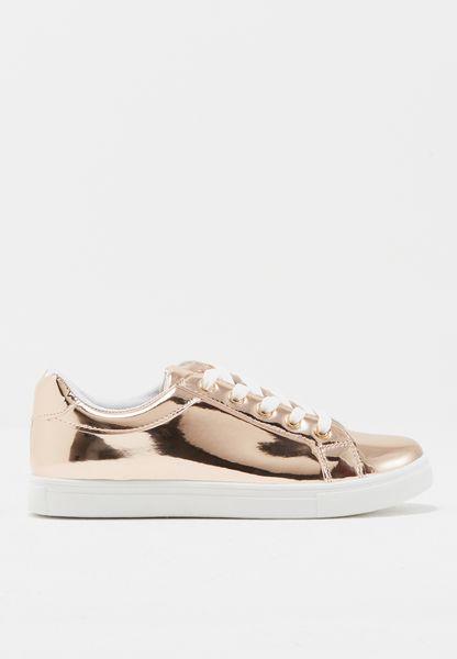 حذاء ميتاليك بأربطة