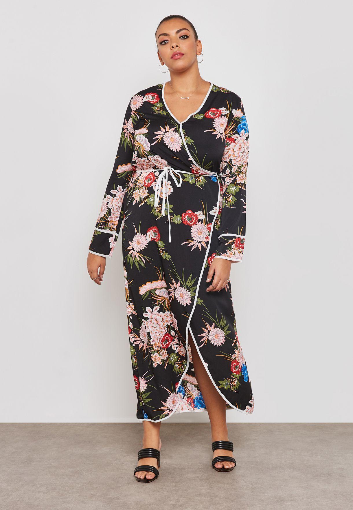 فستان بطبعات ونمط لف