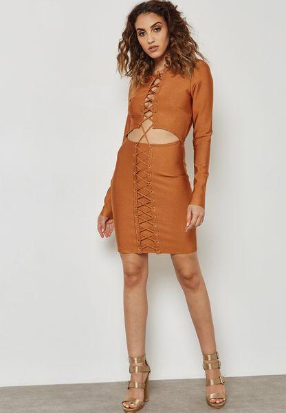 فستان بفتحات وأربطة