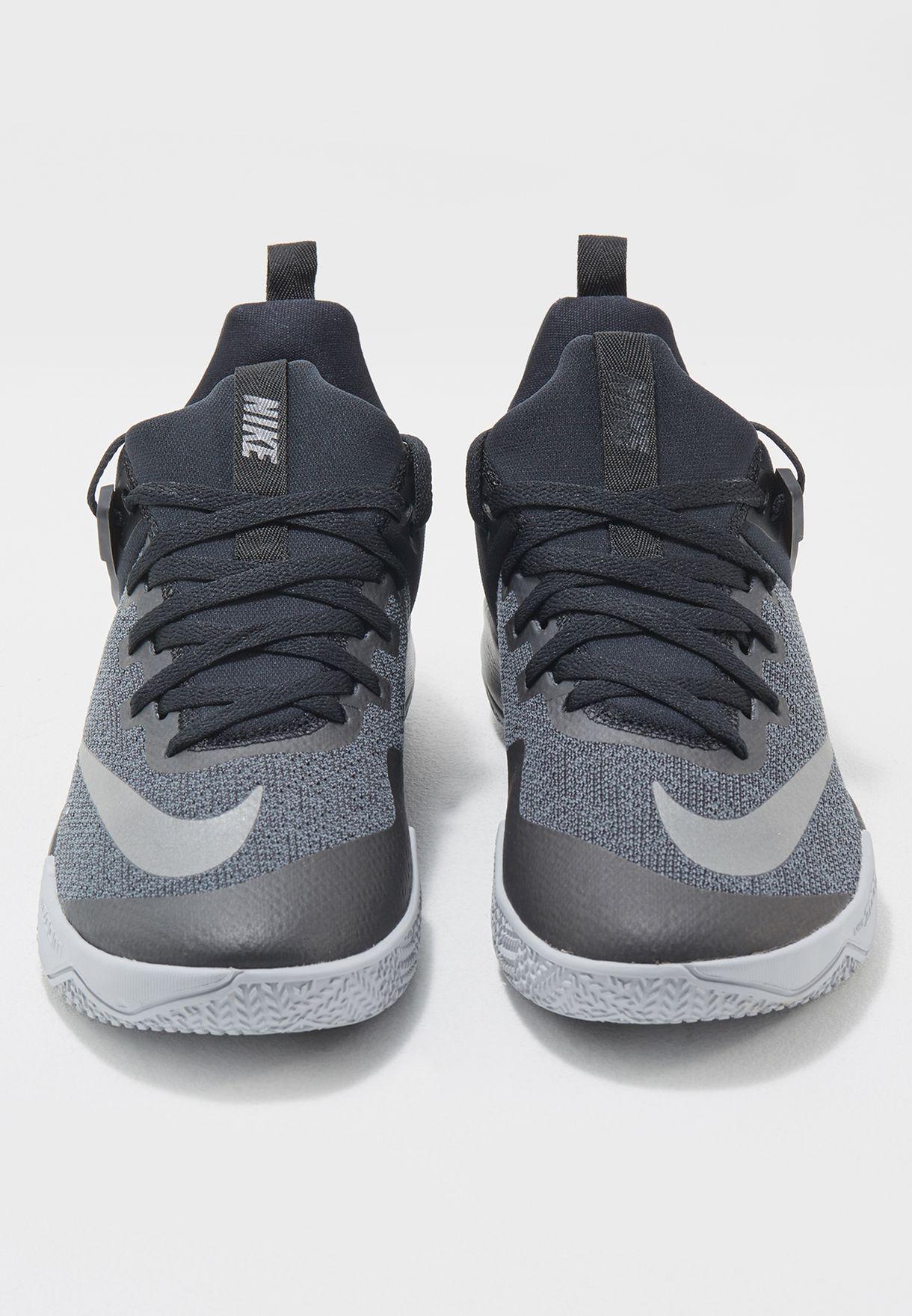 حذاء زووم شيفت