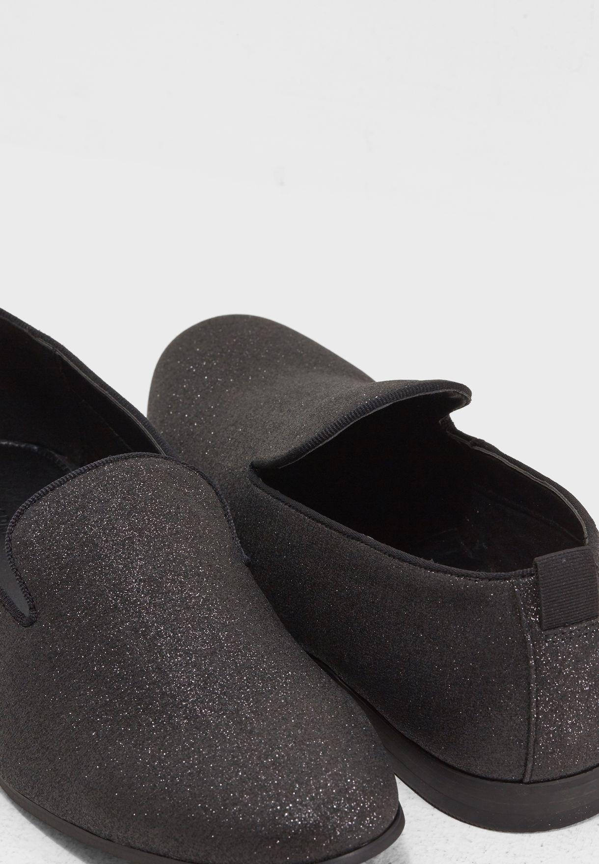 حذاء عصري براق