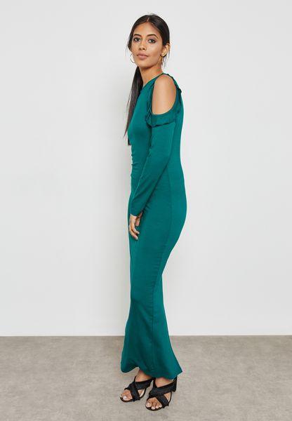 فستان مكسي بأكتاف عارية