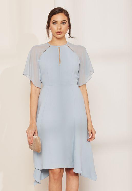 فستان بأكمام شيفون وحافة متباينة الطول