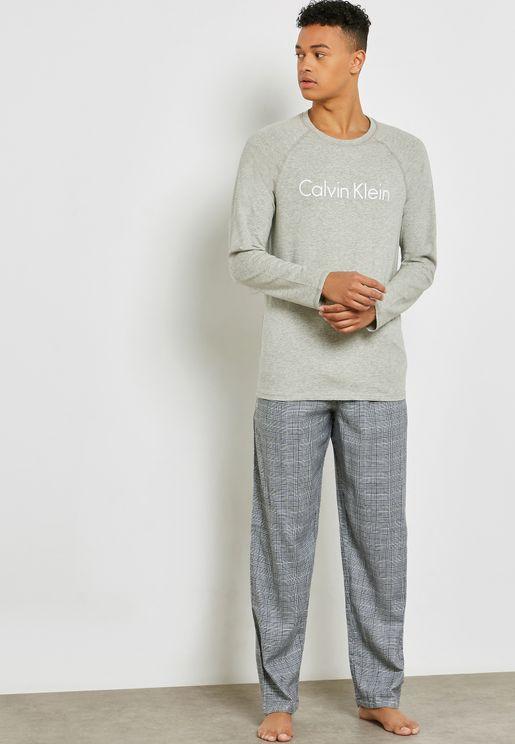 Essential T-Shirt And Pyjama Set