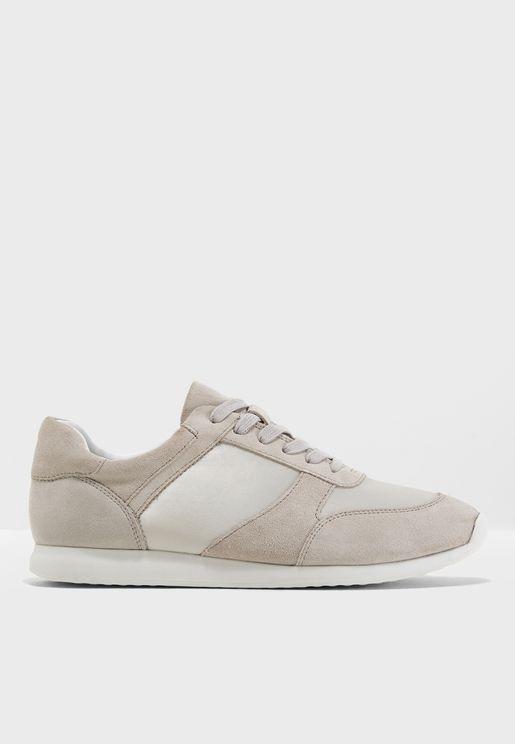 Kasai Low Top Sneaker
