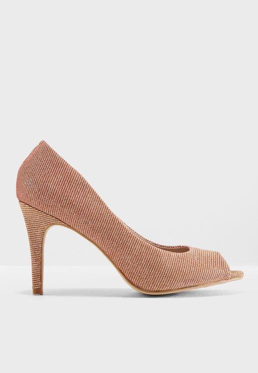 حذاء بكعب عالي وتصميم مفتوح عند الاصابع