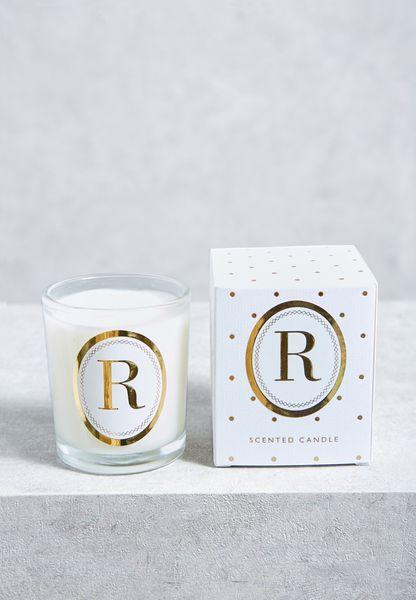 شمعة بطبعة حرف R