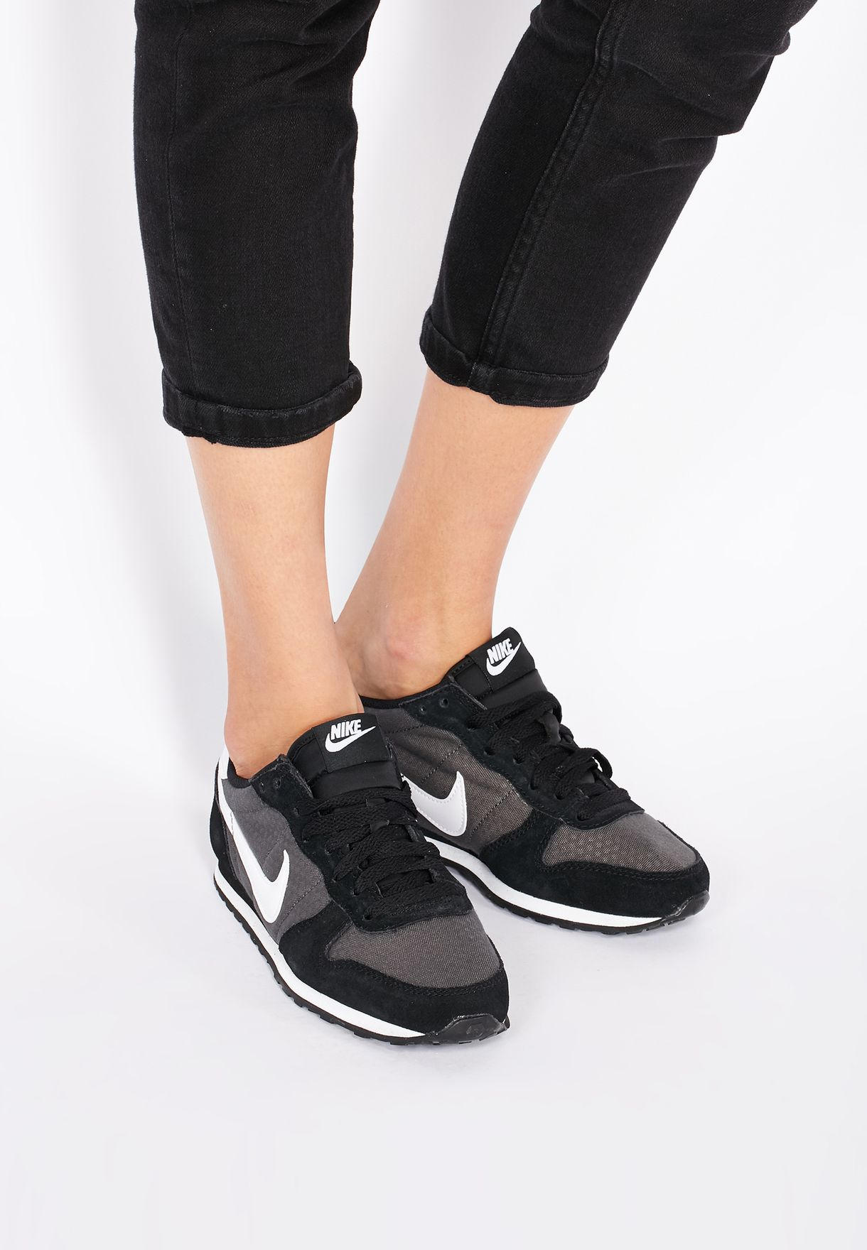 mareado Alacena Transistor  Buy Nike black Genicco for Women in MENA, Worldwide | 644451-012