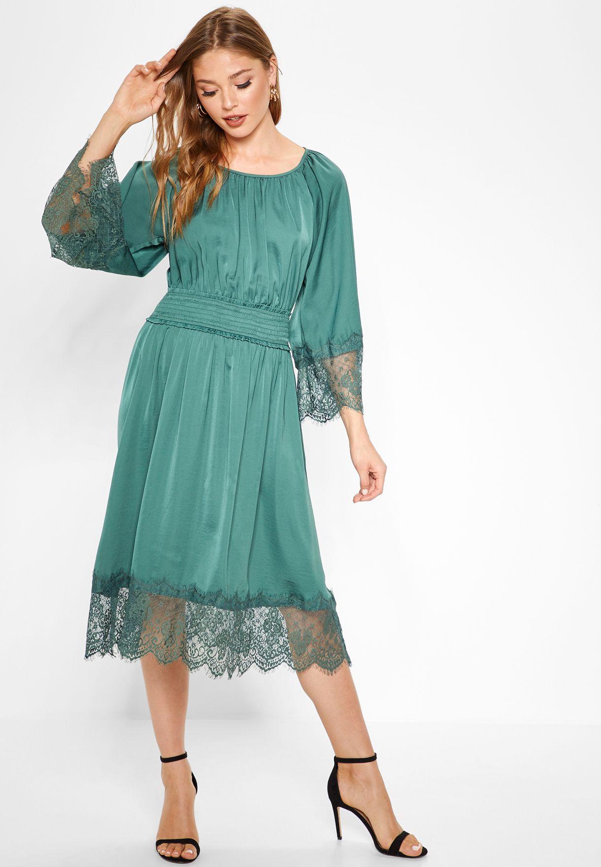 فستان بحواف دانتيل