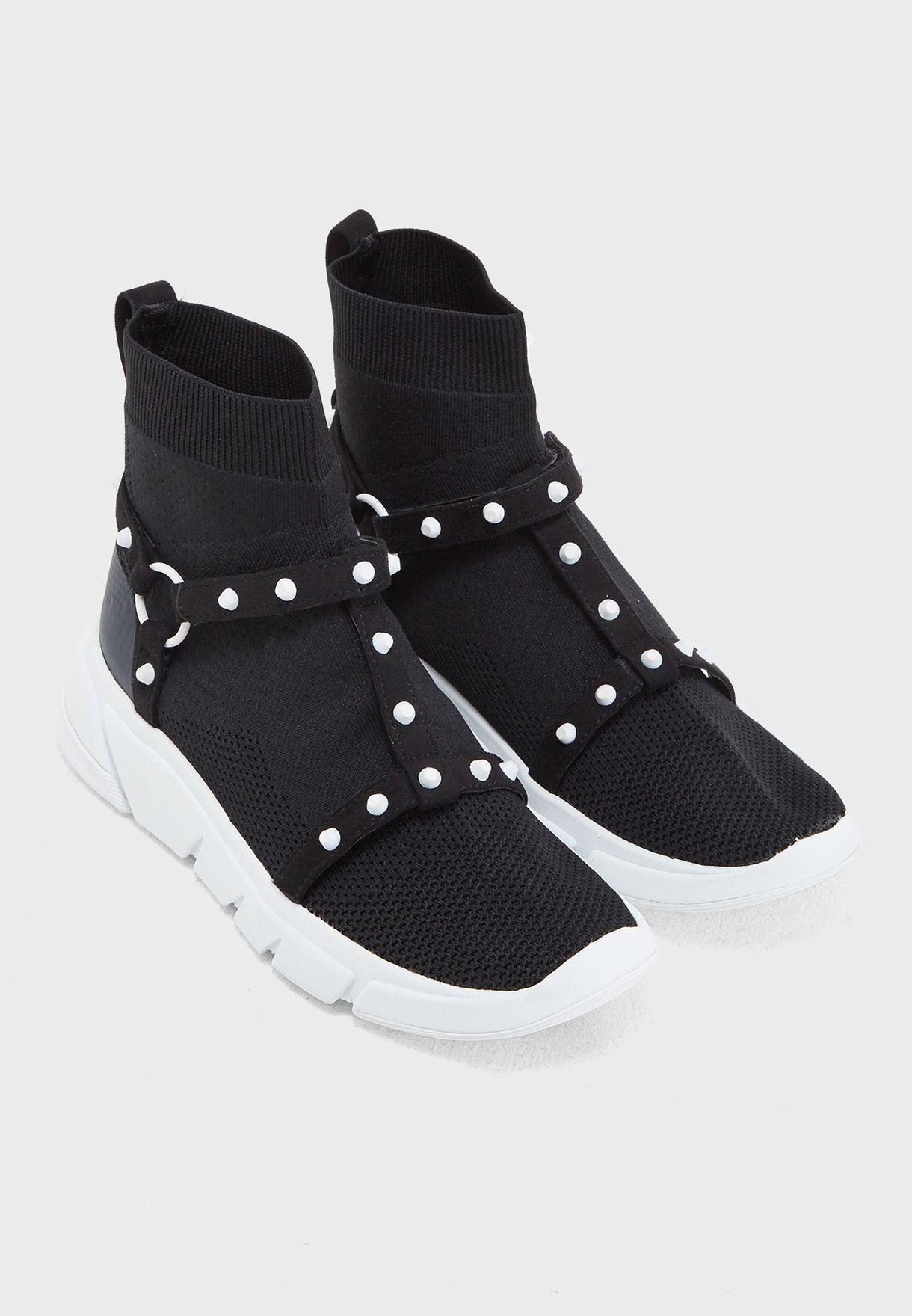 حذاء سهل الارتداء بكاحل متوسط الارتفاع