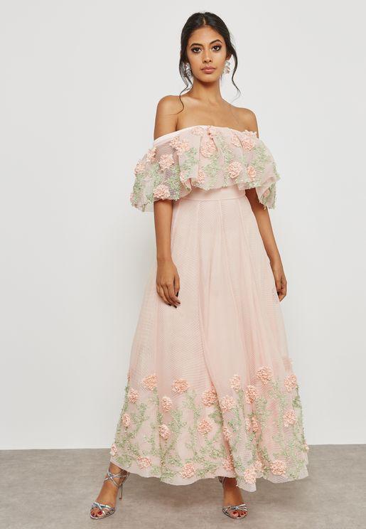 فستان بدون اكتاف مع أجزاء مطرزة