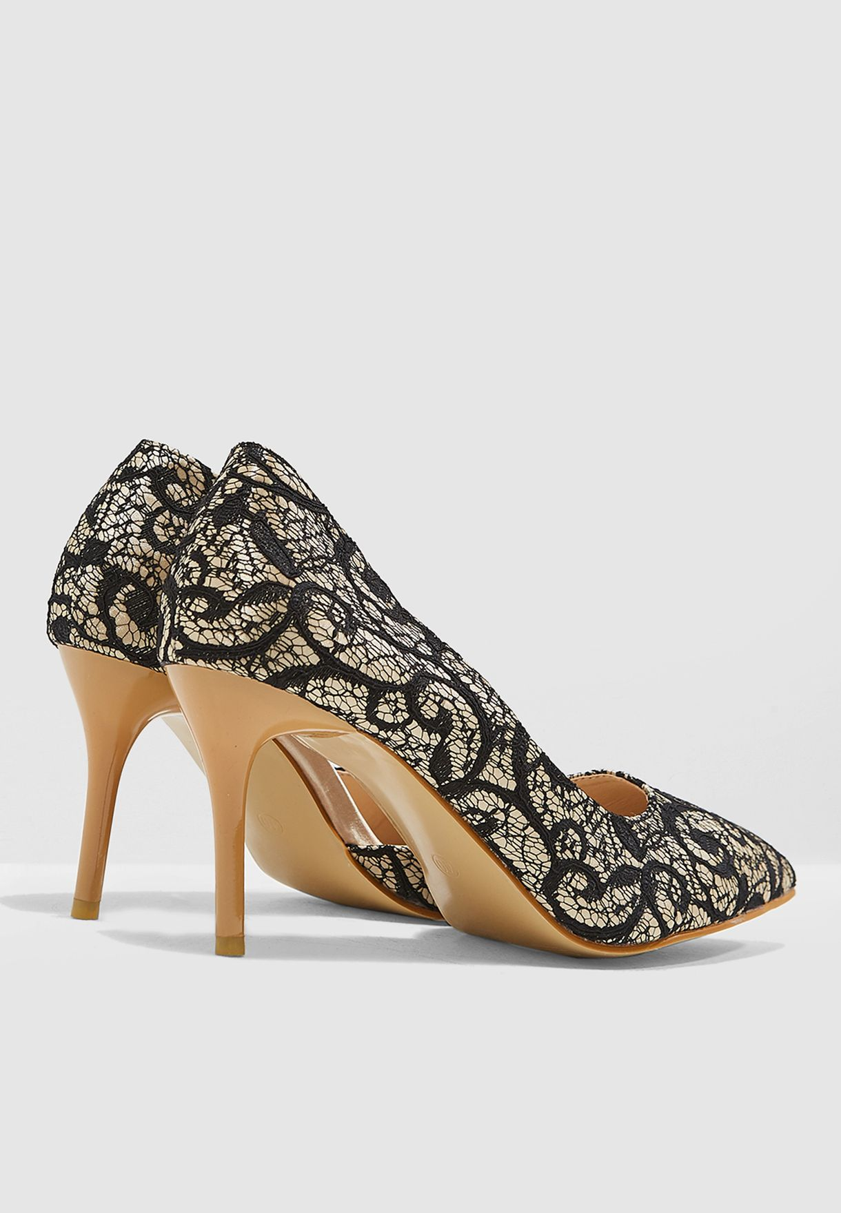 حذاء دانتيل