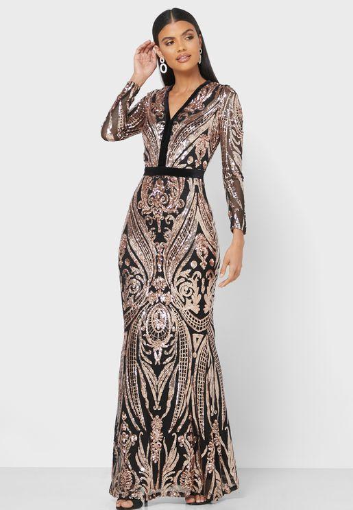 فستان مكسي مزين بالترتر بأكمام طويلة