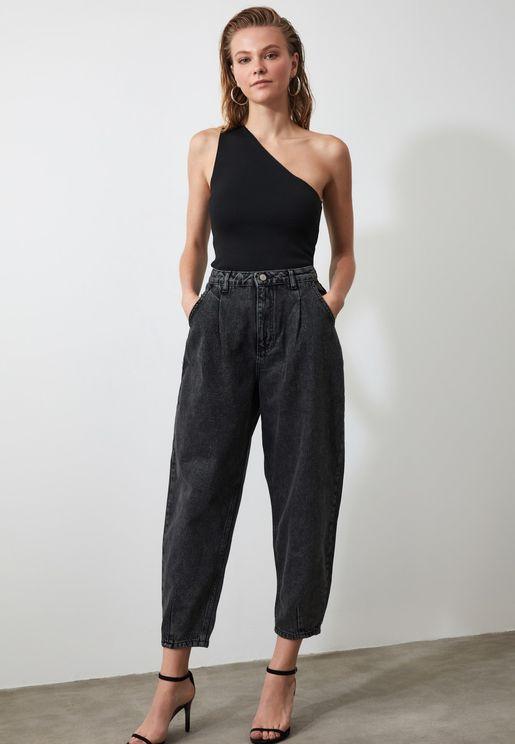 جينز بخصر عالي وكسرات