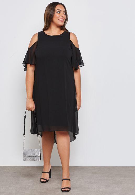 فستان عاري الاكتاف بأجزاء كشكش