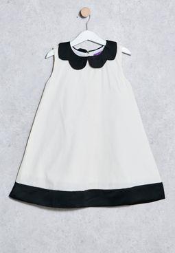فستان بحافة واسعة