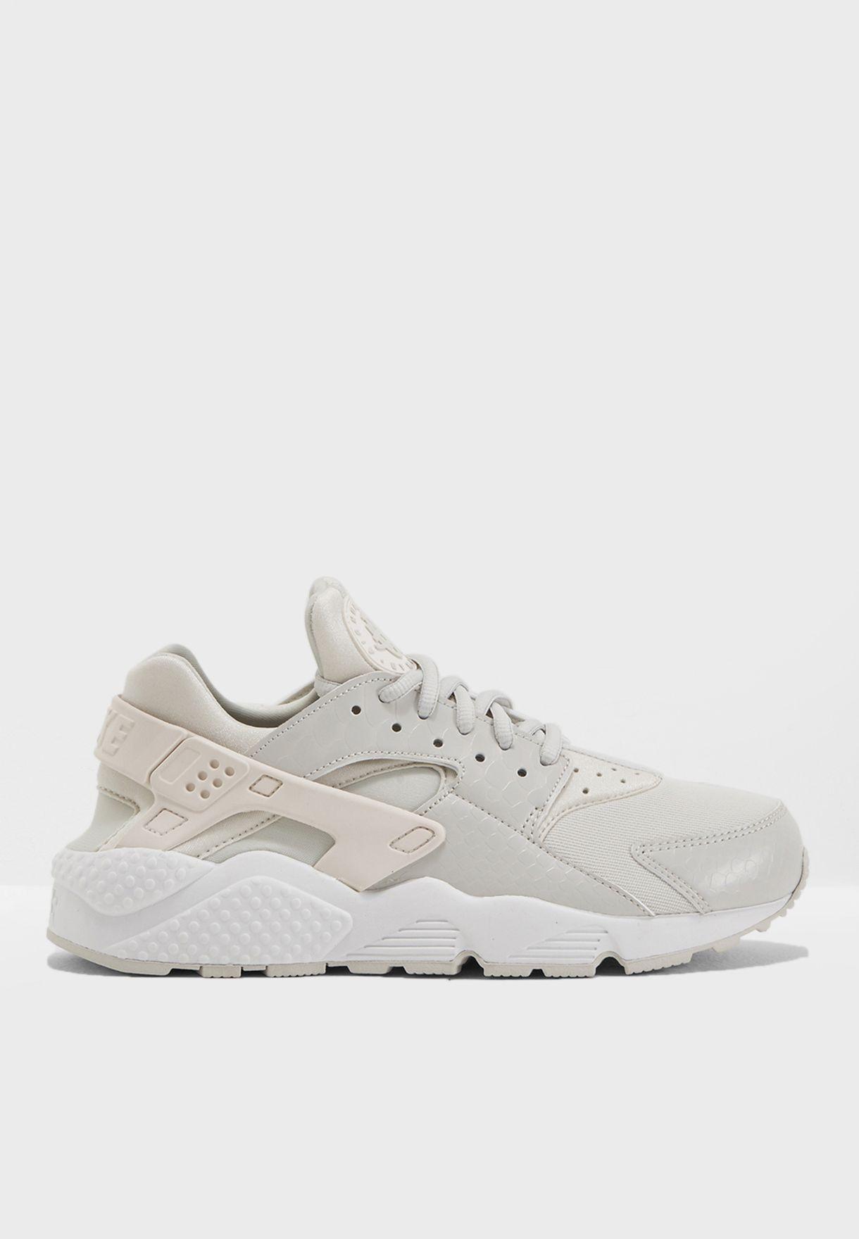 Shop Nike white Air Huarache Run 634835-028 for Women in Bahrain -  NI727SH84PZF 9e018e4935