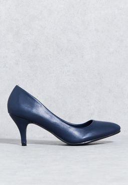 حذاء كلاسيكي بكعب مستدق متوسط الارتفاع