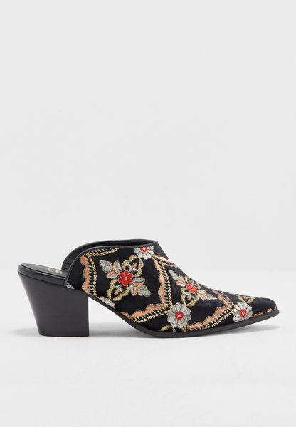 Embroidered Slip On Pumps