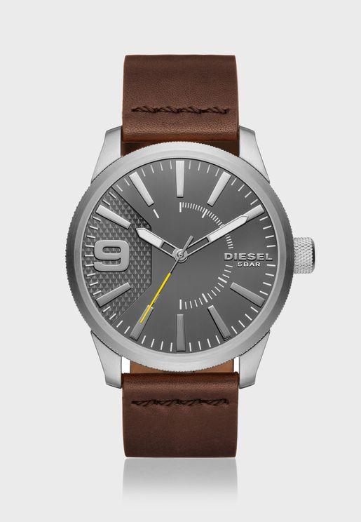 ساعة جلد بشعار الماركة