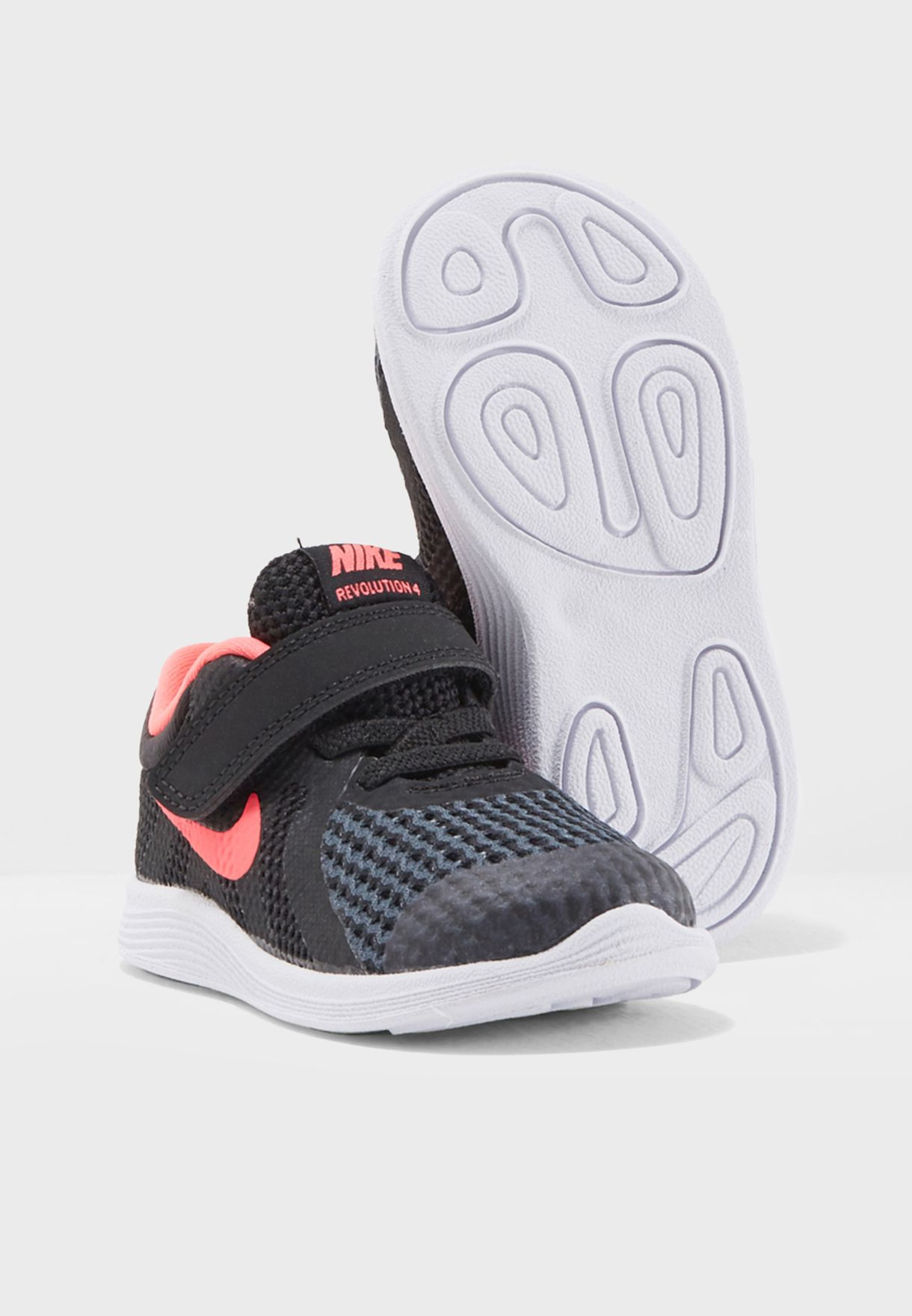 total Intacto Ineficiente  Buy Nike black Infant Revolution 4 for Kids in MENA, Worldwide | 943308-004
