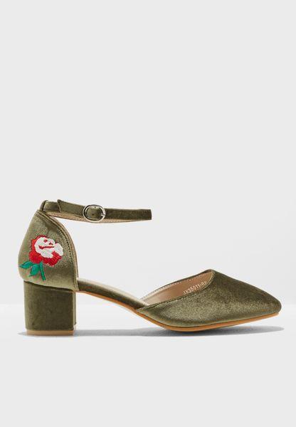 حذاء كلاسيكي بكعب سميك