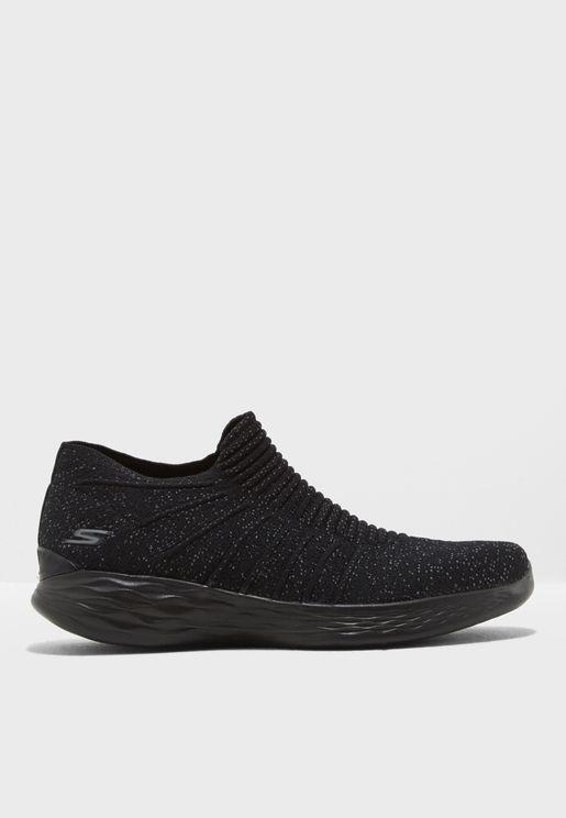 حذاء رياضي يو - اسينس