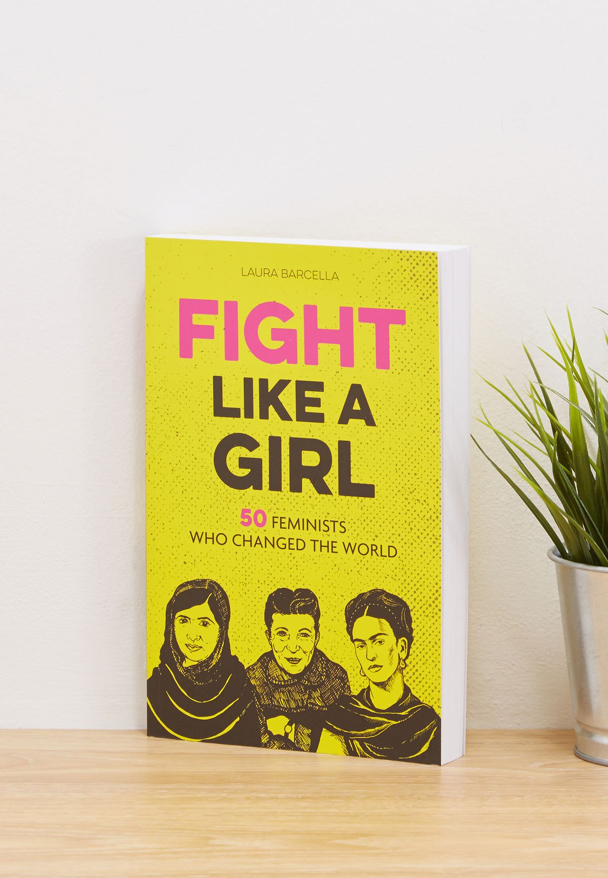 "كتاب ""Fight like a Girl"" (فلتقاتل كفتاة)"