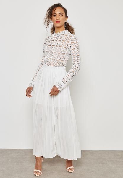 فستان دانتيل بطيات