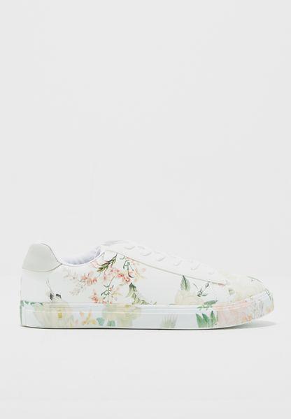 حذاء بطبعات