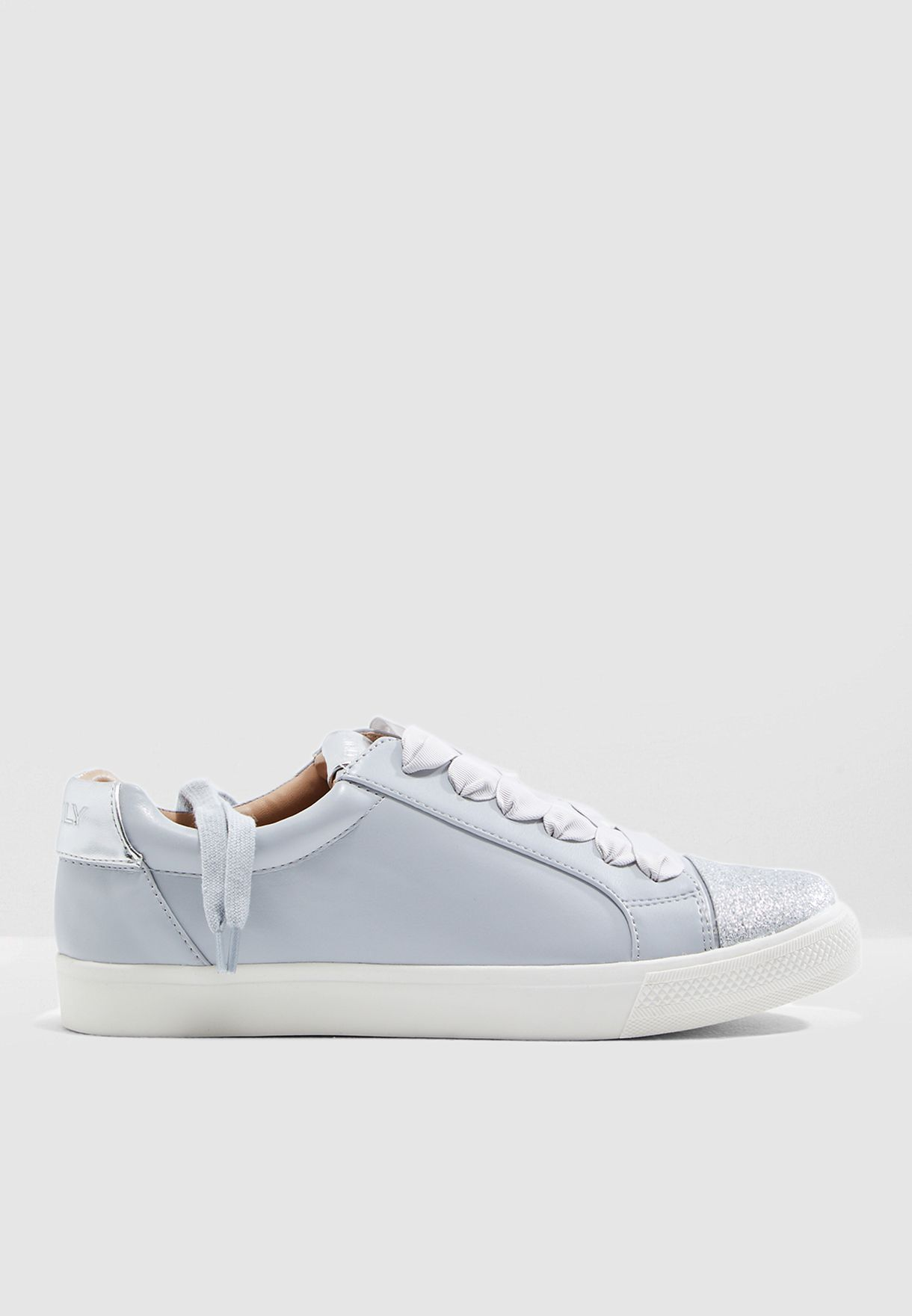 حذاء سنيكرز مزين بذرات براقة
