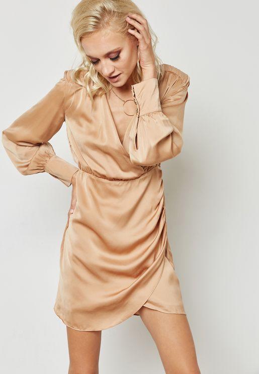 فستان لف وبكشكش