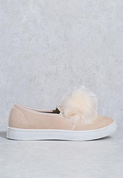 حذاء سهل الارتداء مزين بكرة فرو