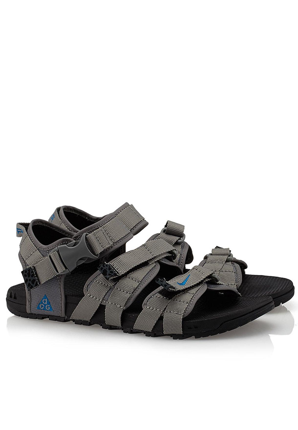 f785896e8b20 Shop Nike grey Air Deschutz 393746-040 for Men in UAE - NI727SH54XGN