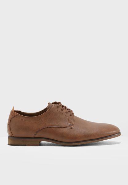 حذاء انيق بأربطة